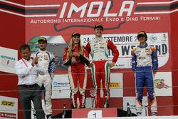 Podio de novatos carrera 1: segundo lugar Simone Cunati, Vincenzo Sospiri Racing, ganador de la carr