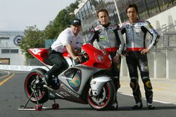 Kenny Roberts, Team principal Proton Team KR, Jeremy McWilliams, Proton Team KR and Nobuatsu Aoki, P
