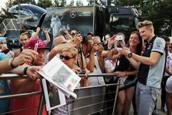 Nico Hulkenberg, Sahara Force India F1firma de autógrafos para los fans