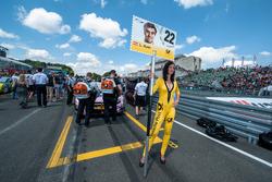 Gridgirl von Lucas Auer, Mercedes-AMG Team Mücke, Mercedes-AMG C63 DTM