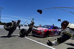A.J. Allmendinger, JTG Daugherty Racing Chevrolet pit action