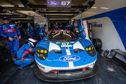 #67 Ford Chip Ganassi Racing Ford GT: Marino Franchitti, Andy Priaulx, Harry Tincknell in the pit bo