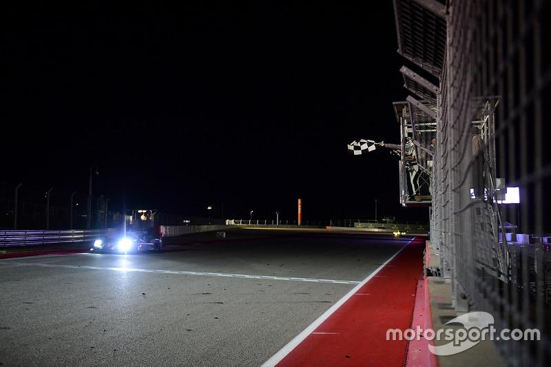 #1 Porsche Team Porsche 919 Hybrid: Timo Bernhard, Mark Webber, Brendon Hartley se llevan la bandera a cuadros