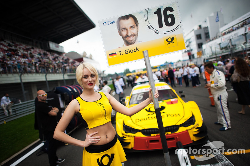 dtm-moscow-2016-grid-girl-of-timo-glock-