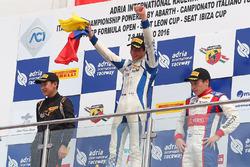 Podio gara 4: il vincitore Mauricio Baiz, Mücke Motorsport, secondo Ye Yifei terzo Marcos Siebert, J