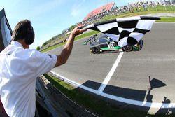 #86 HTP Motorsport Mercedes AMG GT3: Jules Szymkowiak, Bernd Schneider se lleva el triunfo