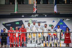 Podio LMGTE Am: primer lugar Paul Dalla Lana, Pedro Lamy, Mathias Lauda, Aston Martin Racing, segund
