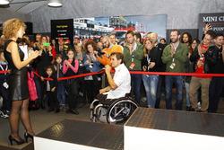 Alex Zanardi, BMW Team Italia, en la ceremonia de premiación