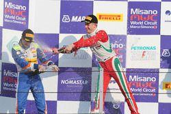 Kush Maini, BVM Racing e Juri Vips, Prema Powerteam festeggiano sul podio