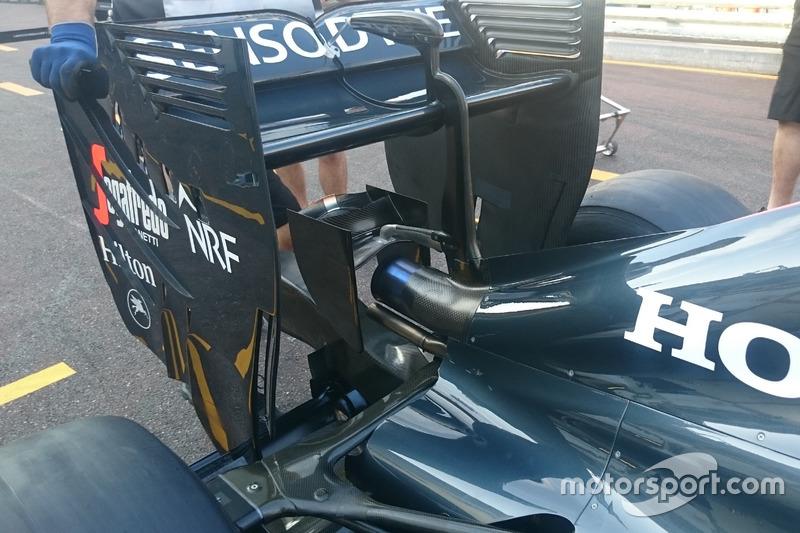 McLaren MP4-31, Monkey-Seat