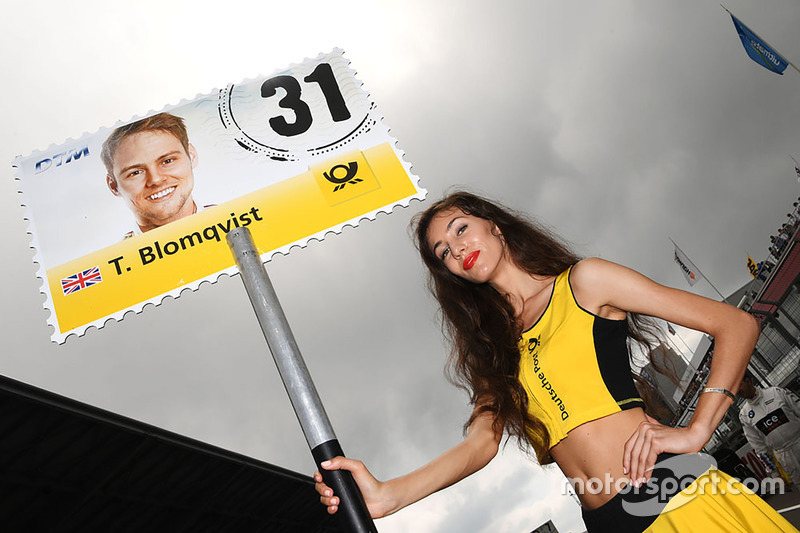 La grid girl di Tom Blomqvist, BMW Team RBM, BMW M4 DTM
