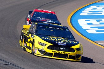 Brad Keselowski, Team Penske, Ford Mustang Alliance Truck Parts and Michael McDowell, Front Row Motorsports, Ford Mustang Dockside Logistics