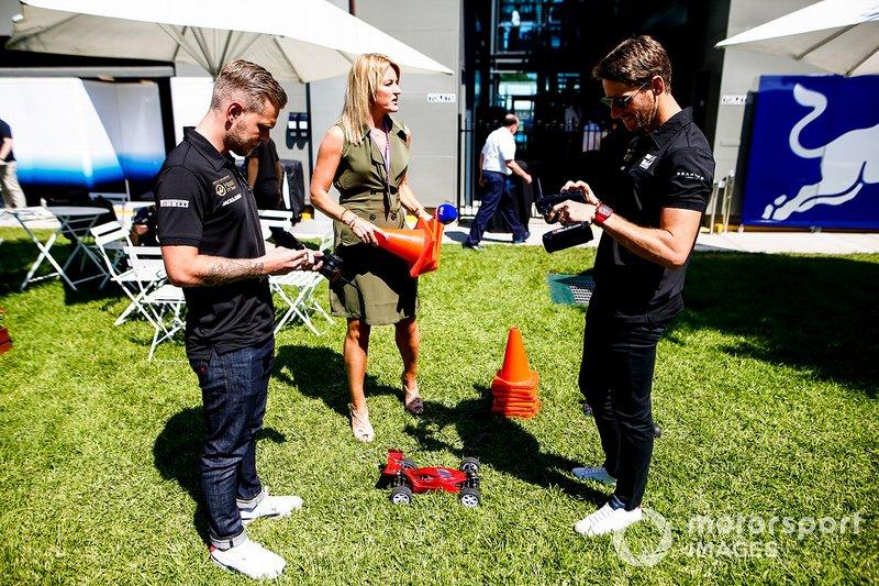 Kevin Magnussen, Haas F1 Team, e Romain Grosjean, Haas F1 Team