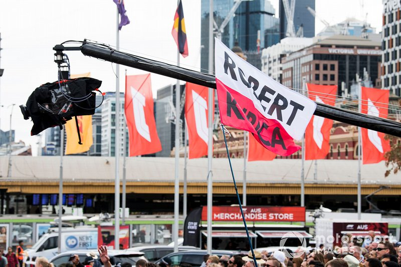 Tifosi di Robert Kubica all'evento a Federation Square