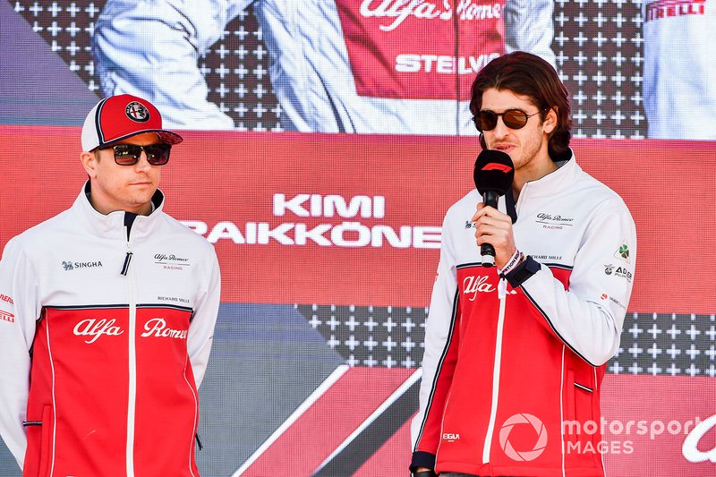 Kimi Raikkonen y Antonio Giovinazzi, Alfa Romeo Racing en el evento en la Federation Square