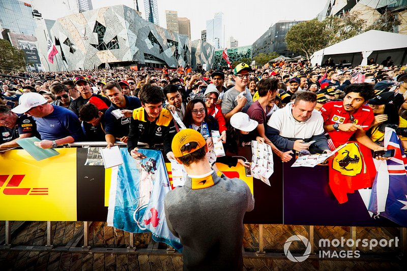 Lando Norris, McLaren signs a autograph for fans at the Federation Square event