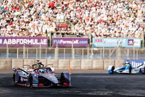 Sam Bird, Envision Virgin Racing, Audi e-tron FE05 leads Daniel Abt, Audi Sport ABT Schaeffler, Audi e-tron FE05