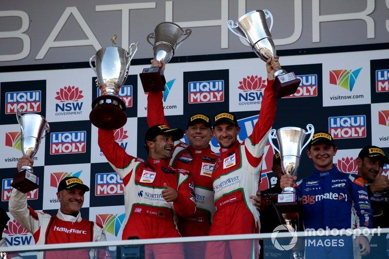 Podio AM: i vincitori #51 Spirit of Race Ferrari 488 GT3: Paul Dalla Lana, Pedro Lamy, Mathias Lauda
