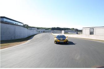McLaren en livrée RaceCoin, face avant