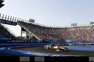 Jean-Eric Vergne, DS TECHEETAH, DS E-Tense FE19 leads Nelson Piquet Jr., Panasonic Jaguar Racing, Jaguar I-Type 3