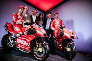 Andrea Dovizioso, Riccardo Parino, Vice President Global Event Partnerships, Miroslaw Zielinski, President Science & Innovation, Patricia Klaric, Head of Mission Winnow Project, Sebastiano Cremonini, Manager MotoGP Event Platform and Danilo Petrucci