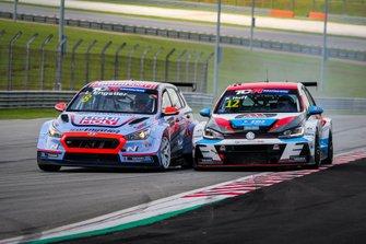 Luca Engstler, Team Engstler, Hyundai i30 N TCR, e Rob Huff, TeamWork Motorsport, Volkswagen Golf GTI TCR