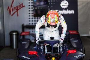 Robin Frijns gets into his Envision Virgin Racing, Audi e-tron FE05