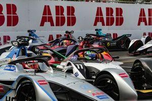 The field filters through the corners, with Edoardo Mortara, Venturi Formula E, Venturi VFE05, battling with Lucas Di Grassi, Audi Sport ABT Schaeffler, Audi e-tron FE05