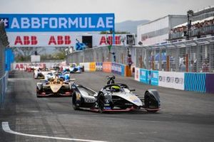 Oliver Rowland, Nissan e.Dams, Nissan IMO1, Jean-Eric Vergne, DS TECHEETAH, DS E-Tense FE19, on the formation lap