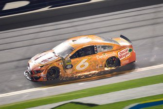 Ryan Newman, Roush Fenway Racing, Ford Mustang Oscar Mayer Deli Fresh shows damage