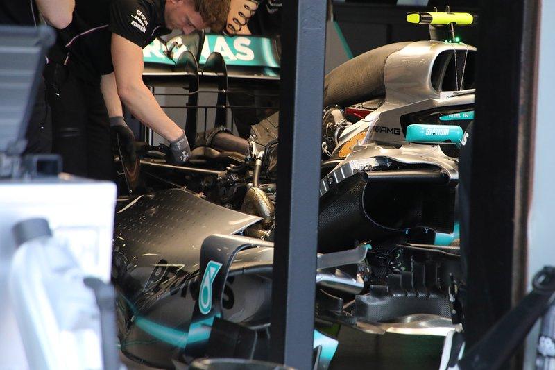 Mercedes AMG F1 W10 dettaglio motore