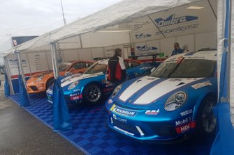 Le Porsche nel garage Ombra Racing