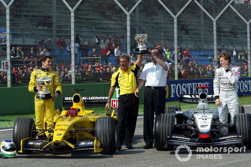 Giancarlo Fisichella, Jordan, Eddie Jordan, Ron Dennis, et Kimi Raikkonen lors d'une cérémonie de restitution du trophée du GP du Brésil