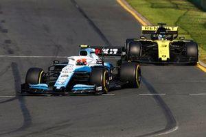 Robert Kubica, Williams FW42, leads Daniel Ricciardo, Renault F1 Team R.S.19