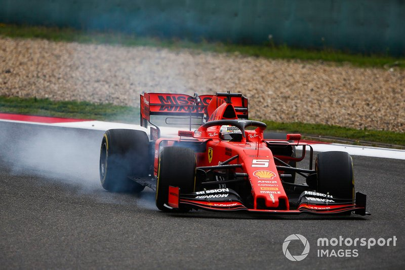 Sebastian Vettel, Ferrari SF90 locks his front tyre