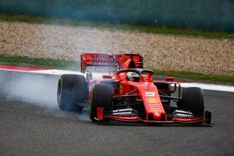 Sebastian Vettel, Ferrari SF90 locks his front tyre