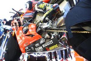Un échappement Akrapovic sur la moto d'Alvaro Bautista, Aruba.it Racing-Ducati Team