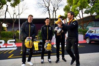 Nico Hulkenberg, Renault F1 Team, Guanya Zhou and Daniel Ricciardo, Renault F1 Team