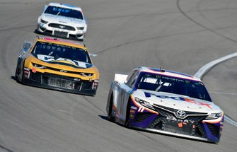 Denny Hamlin, Joe Gibbs Racing, Toyota Camry FedEx Office and Zane Smith, Motorsports, Chevrolet Camaro The Cosmopolitan Las Vegas