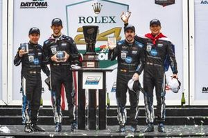 Подиум: гонщики Konica Minolta Cadillac Ренгер ван дер Занде, Джордан Тейлор, Фернандо Алонсо и Камуи Кобаяши