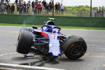 Aftermath of Alexander Albon, Toro Rosso STR14 crash in FP3