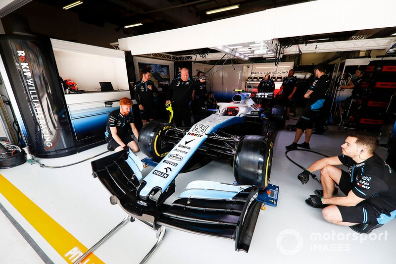 Robert Kubica, Williams FW42, in the garage