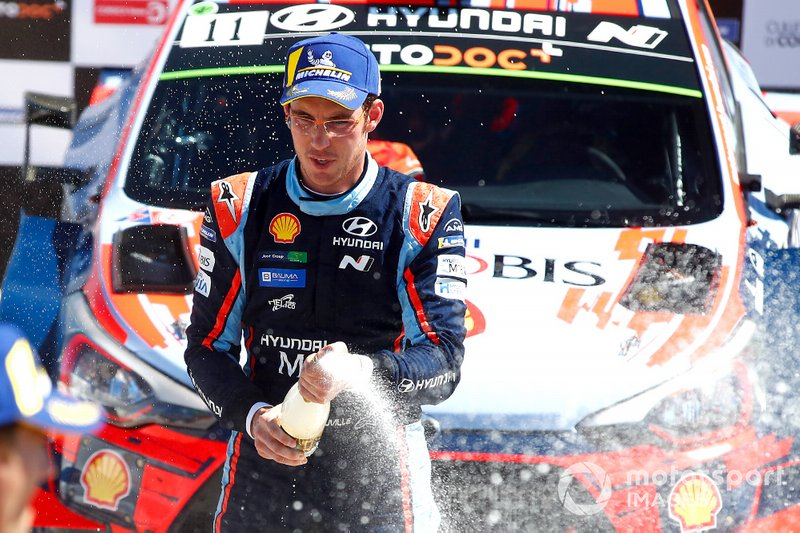 Podio: Thierry Neuville, Hyundai Motorsport