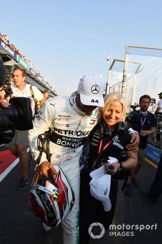 Lewis Hamilton, Mercedes AMG F1, con la sua fisioterapista Angela Cullen