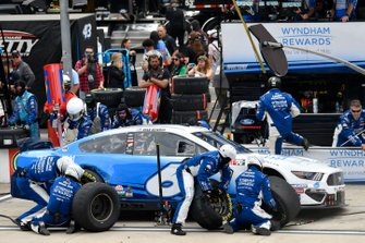 Ryan Newman, Roush Fenway Racing, Ford Mustang Wyndham Rewards, makes a pit stop