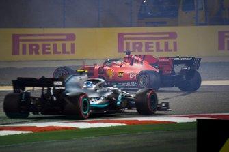 Valtteri Bottas, Mercedes AMG W10, approaches as Sebastian Vettel, Ferrari SF90, spins