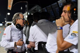 Mansour Ojjeh, co-owner, McLaren, and Fernando Alonso on the McLaren pit wall during Qualifying