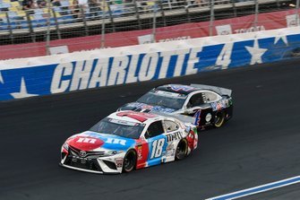 Kyle Busch, Joe Gibbs Racing, Toyota Camry M&M's Red, White & Blue,Kevin Harvick, Stewart-Haas Racing, Ford Mustang Mobil 1