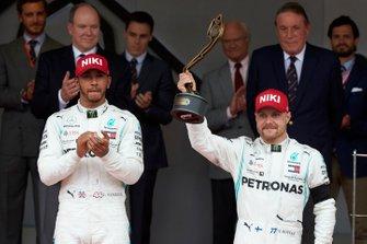 Valtteri Bottas, Mercedes AMG F1, 3rd position, lifts his trophy