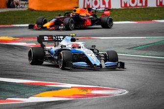 Robert Kubica, Williams FW42, voor Max Verstappen, Red Bull Racing RB15